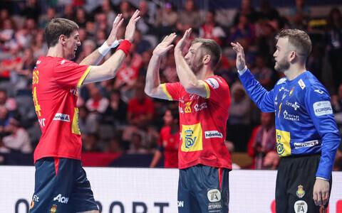 Hispaania käsipallikoondis rõõmustamas poolfinaalis teenitud võidu üle