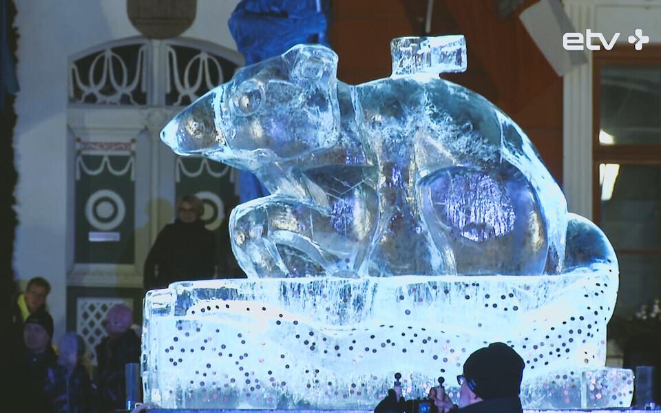 Ледяная скульптура крысы в Тарту.