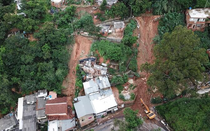 Vaade maalihkele Minas Geraisi osariigis, kus päästjad kadunuid otsivad.