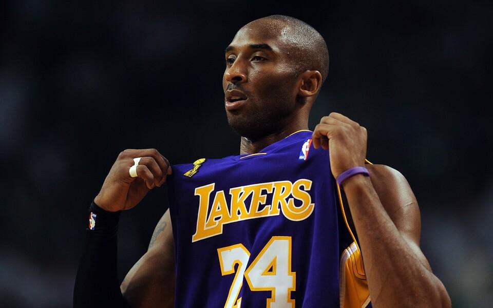Hooajal 2006/07 hakkas Bryant kandma särginumbrit 24, mis oli tema numbriks ka Lower Merionis. Kaks aastat tagasi tõmbas Lakers lae alla mõlemad ja nõnda sai Bryantist esimene mängija NBA ajaloos, kellel on kaks külmutatud särginumbrit.
