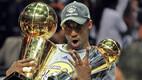 Sõrmi on püsti neli, järgmisel aastal lisandus ka viies. Nii 2009. kui 2010. aastal oli Bryant finaalseeria kõige väärtuslikum mängija.