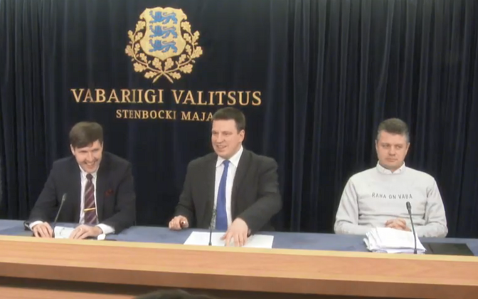 Government press conference. Minister of Foreign Affairs Urmas Reinsalu (Isamaa) is wearing a sweatshirt that reads
