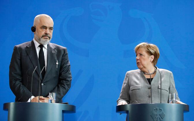 Albaania peaminister Edi Rama ja Saksamaa liidukantsler Angela Merkel ühisel pressikonverentsil Berliinis.