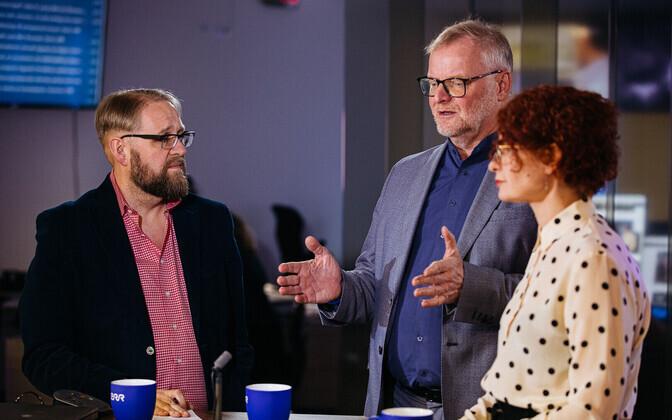Hans H. Luik (center) together with Ekspress Meedia managing director Mari-Liis Rüütsalu and ERR's Anvar Samost.