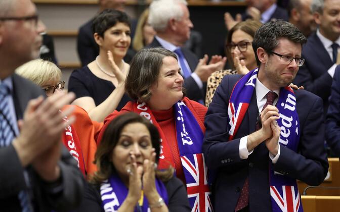 Депутаты Европарламента после ратификации соглашения по Brexit.