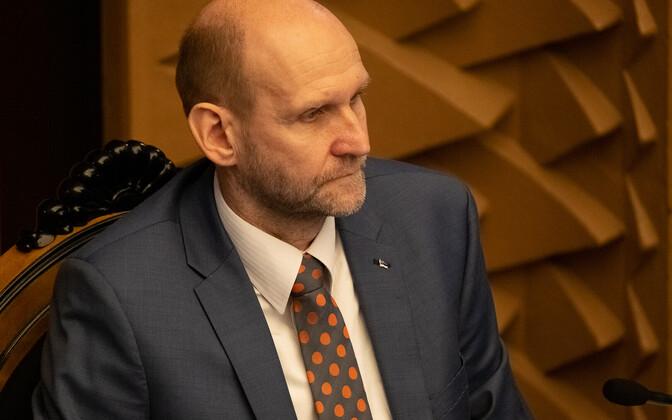 Хелир-Валдор Сеэдер законопроект поддержал.