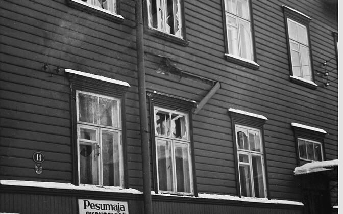 Tallinnas Ahju tänav 11 mürsuplahvatuses viga saanud hoone. Karl Soonpää pere oli just kaks nädalat varem kõrvalmajast ära kolinud. Kokku sai kannatada kolm maja, üks inimene sai raskelt haavata