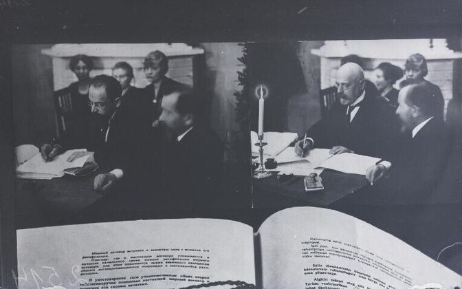 Signing of the Treaty of Tartu on February 2, 1918.