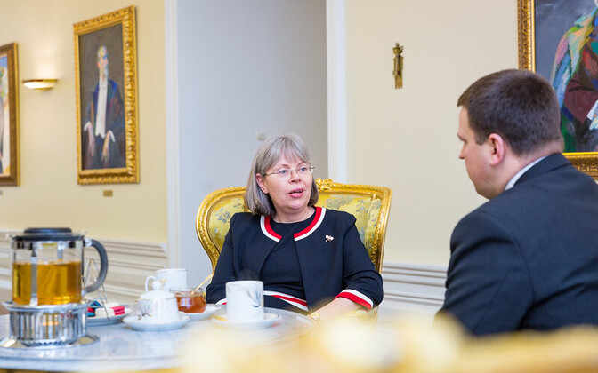 The United Kingdom's Ambassador to Estonia, Theresa Bubbear, with Estonian Prime Minister Jüri Ratas.