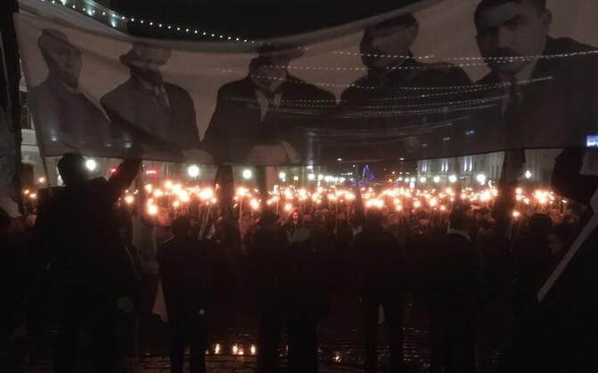 В Тарту прошло факельное шествие.