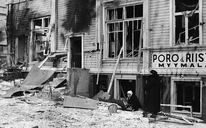 Nõukogude õhuväe pommirünnaku hävitustöö jäljed Põhja-Soomes Rovaniemis. 9. veebruar 1940.