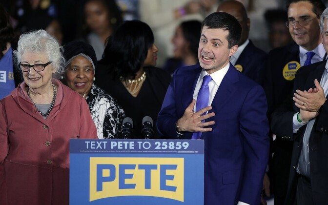 Pete Buttigieg oma emaga Iowas valimiskampaania üritusel.