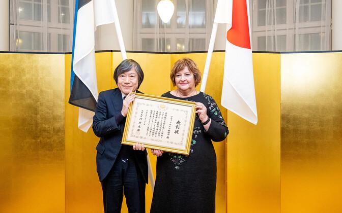 Jaapani suursaadik Hajime Kitaoka ja PÖFFi juht Tiina Lokk.