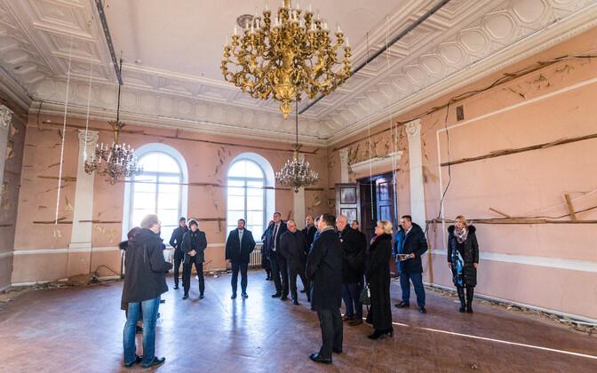 Tänavu veebruaris käisid valitsuse liikmed Rüütelkonna hoonega tutvumas.