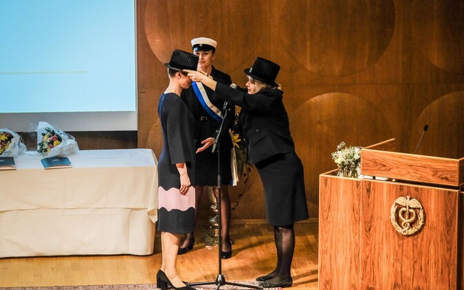 President Kersti Kaljulaid recieves an honoary doctorate from Hanken University of Applied Sciences in Helsinki.