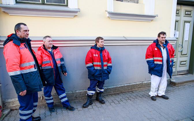 Pongoma crew members outside the Russian Embassy in Tallinn.