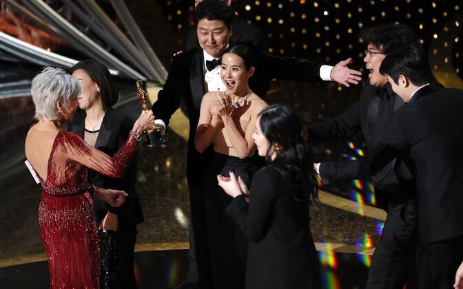 Parima filmi Oscari pälvis Lõuna-Korea lavastaja Bong Joon-ho linateos