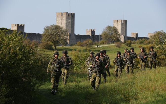 Rootsi sõjaväelased õppustel Gotlandil Visby linnas.