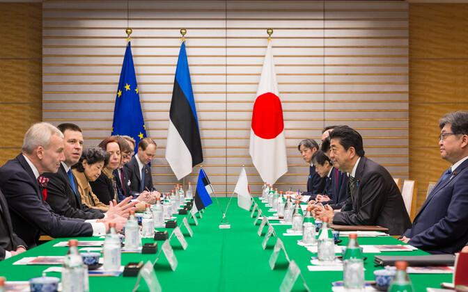 Prime Minister Jüri Ratas and Japanese Prime Minister Shinzo Abe at a meeting.