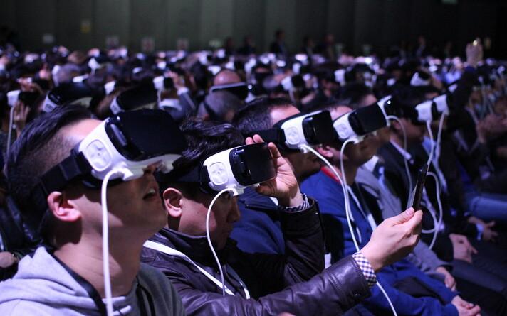 Kes teab, võib-olla kasutatakse tulevikus konverentsdeil osalemiseks virtuaalreaalsuse prille.