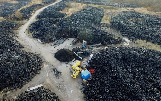 Raadile on ladustatud umbes 13 000 tonni vanu rehve.
