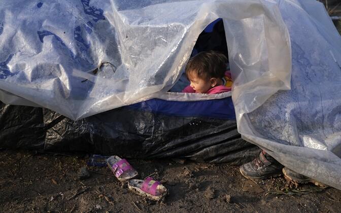 Väikelaps Moria põgenikelaagris Lesbose saarel.