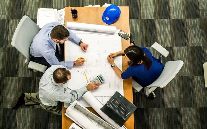 В последние годы много вакансий на промышленных предприятиях.
