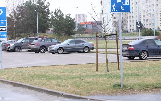 Parkla Lasnamäel, kus politseinikele otsa sõideti