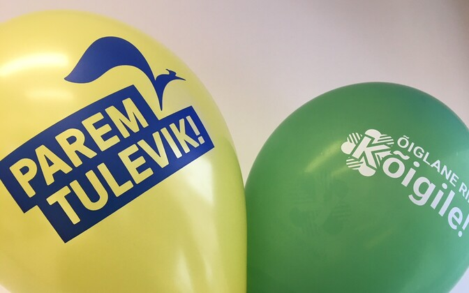 Reform and Center promotional balloons.