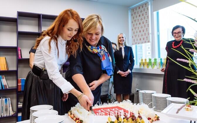 Первым директором Дома эстонского языка в Таллинне была Ольга Селищева (слева).