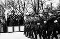 Viimasel okupatsioonieelsel vabariigi aastapäeva paraadil: president Konstantin Päts saabub paraadile, teda tervitab sõjavägede ülemjuhataja kindral Johan Laidoner. 24. veebruar 1940.