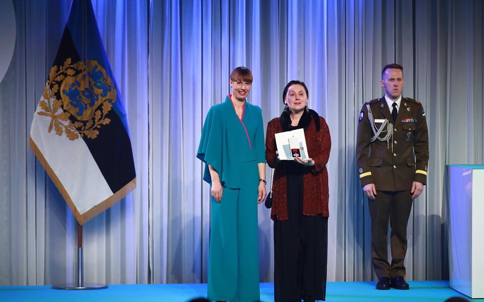 Президент Керсти Кальюлайд вручила Орден Белой звезды V степени актрисе Русского театра Любови Агаповой.