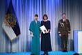 President Kersti Kaljulaid andis üle teenetemärgid. Merike Kull – liikumisharrastuse edendaja, kes on algatanud koolides liikumise