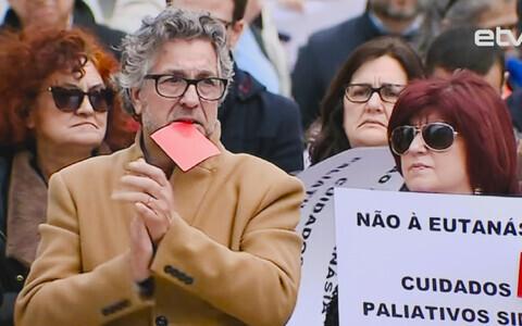 Парламент Португалии узаконил эвтаназию.