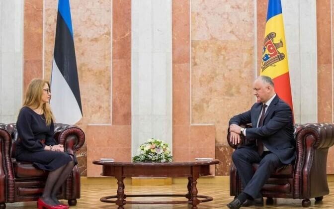 Посол Эстонии в Молодве Ингрид Крессель и президент Молодовы Игорь Додон.