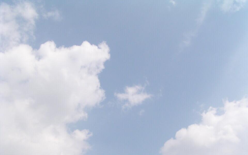 Pilved sinises taevas.