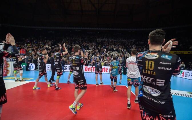 Perugia mängijad fänne tänamas