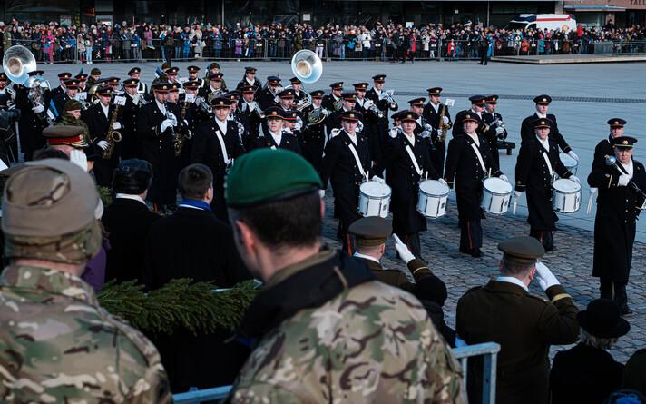 Kaitseväe orkester vabariigi aastapäeva paraadil Tallinnas