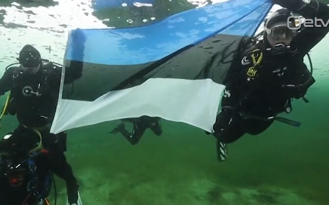 Estonian flag in the Äntu Blue Lake.