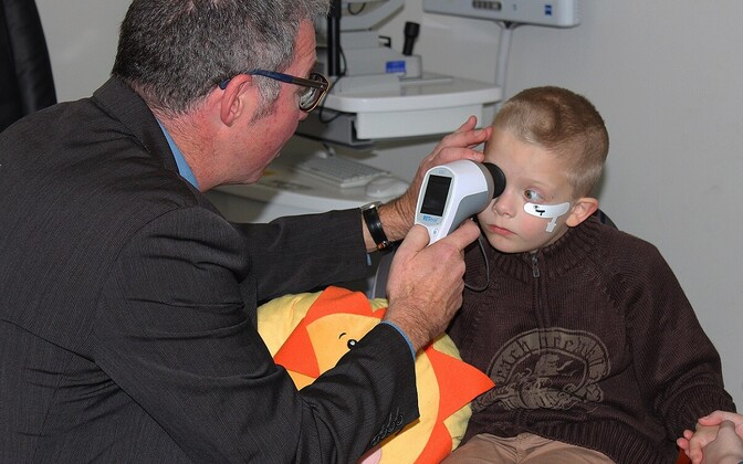 Seade tuvastab elektrisignaalide abil silma võrkkesta skaneerides, kas lapsel võib olla autism.
