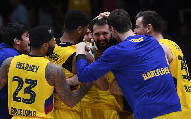 Barcelona mängijad Nikola Mirotici võiduviset tähistamas