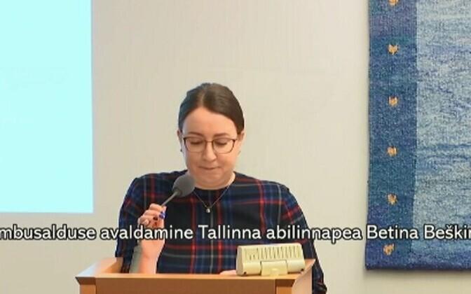 Сама Бетина Бешкина пришла на заседание и выступила перед оппозицией.