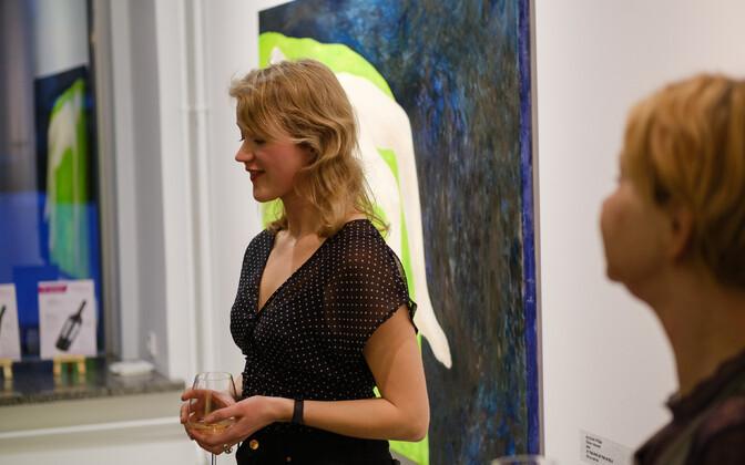 """Johanna Mudisti näituse """"Ajarändur"""" avamisene Vabaduse galeriis."""
