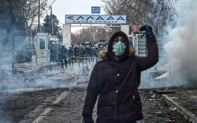 Kreeka piirivalve kasutas migrantide tõrjumiseks pisargaasi.