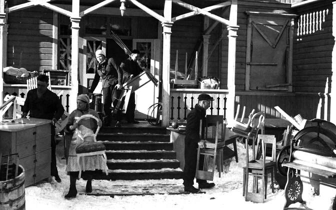 Hanko poolsaare elanikel tuli oma kodu maha jätta. Talvesõja järel rajati Hankole Nõukogude sõjaväebaasid. Soomlased pidid Hankost evakueeruma vaid kümne päeva jooksul. Märts, 1940.