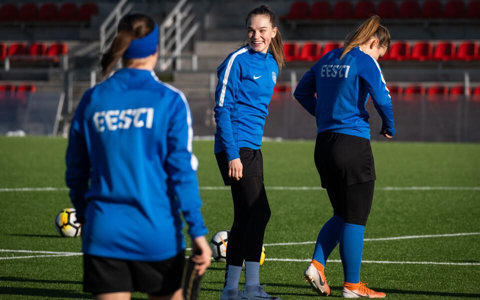 Naiste jalgpallikoondise treening.