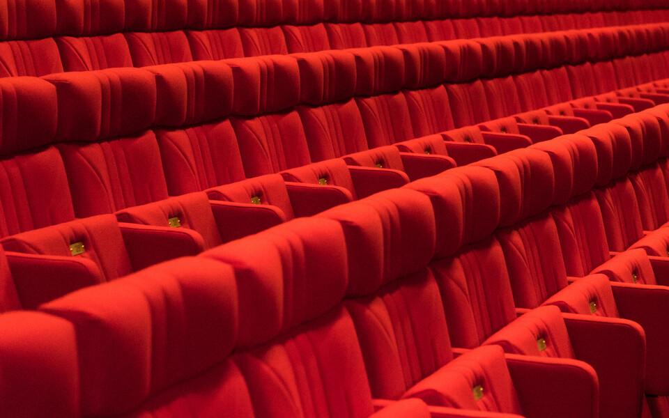 Театральный зал.