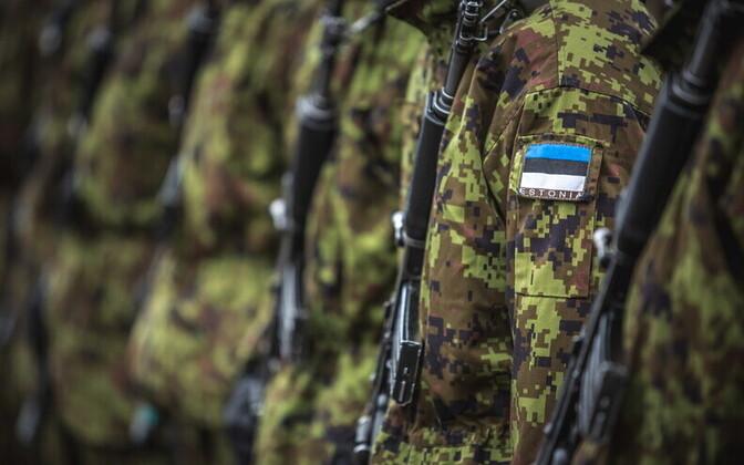 Eestis, nagu mujal maailmaski, on relvajõudude levinuim terviseprobleem ülekoormusest tingitud haigused ja vigastused skeleti-lihassüsteemis.