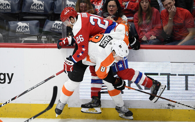 Washington Capitals mängija Nic Dowd (26)  ja Philadelphia Flyers mängija Robert Hagg (8)