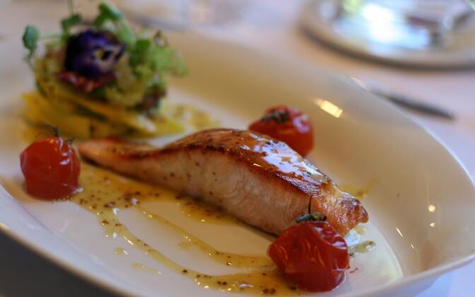 Обеды в общественных местах в Эстонии обходятся слишком дорого.